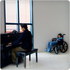 Paul Cardall playing piano for sick kid